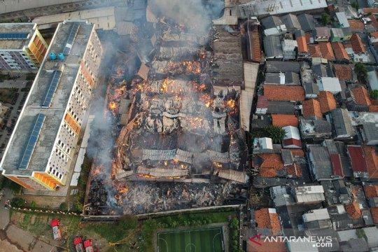 Damkar butuh tujuh jam padamkan kebakaran pabrik mebel di Cakung