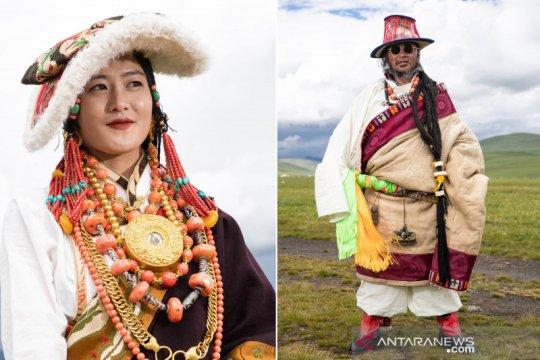 Peragaan busana Tibet di padang rumput Zhaqingtang