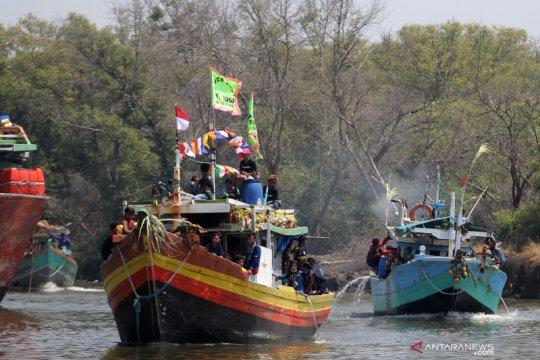 Tradisi Nadran nelayan rajungan
