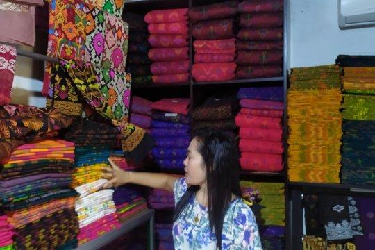Selama COVID-19, eksistensi endek di Bali tetap digemari anak muda