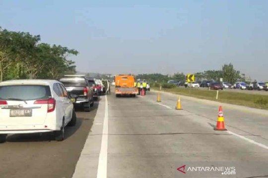 Flash - Kecelakaan lalu lintas Tol Cipali Km 184, delapan orang tewas