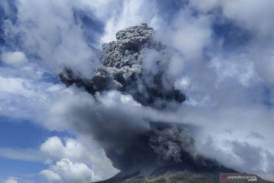 Pemda diminta proaktif bantu warga terdampak erupsi Gunung Sinabung