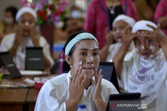 Pelatihan keterampilan tata rias di Bali