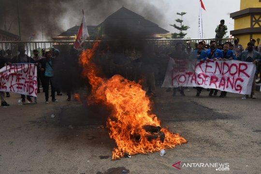 Protes kelambanan pemda tangani dampak COVID-19