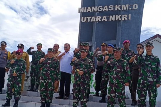 Pangdam XIII/Merdeka dampingi kepala BAIS kunjungi Pulau Miangas