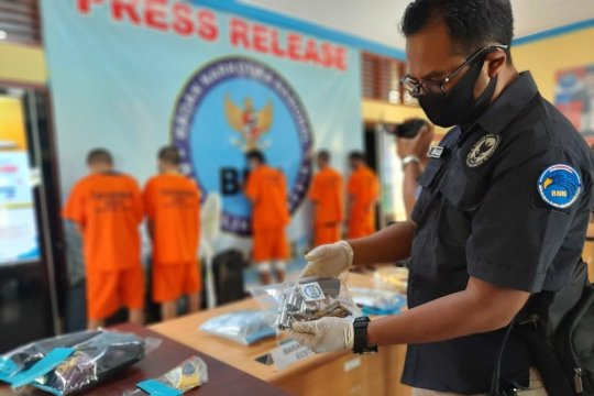 BNN tangkap kurir narkoba miliki senpi di Jambi