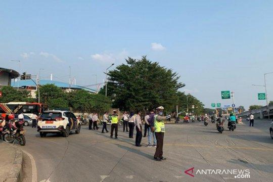 Jalan Dr Sumarno Cakung berlaku satu arah saat jam pulang kantor