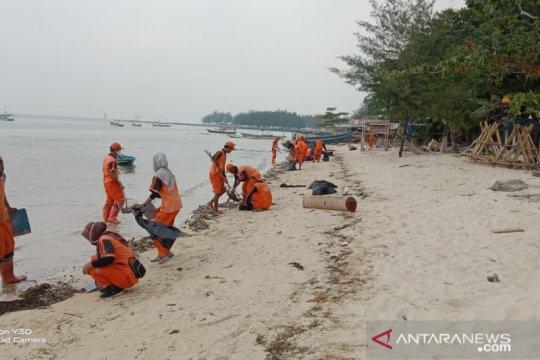 Ditelusuri, penyebab limbah minyak di Pulau Pari
