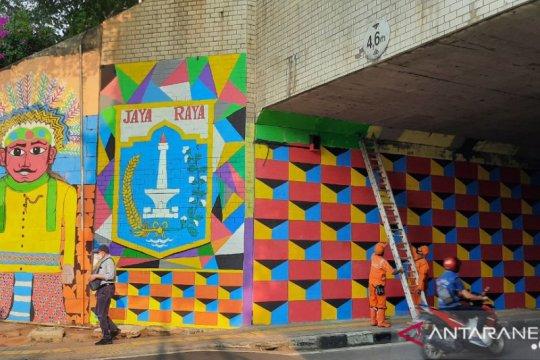 PPSU Tebet Timur hiasi Terowongan Cawang dengan mural