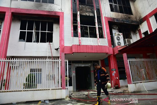 Gedung Telkom Pekanbaru terbakar, jaringan pelanggan Kepri ikut lumpuh