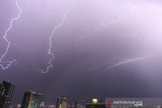 Sore ini, waspadai hujan disertai petir di Jaksel-Jaktim