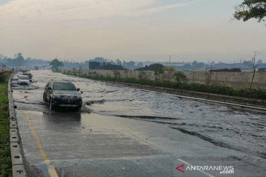 Tol Padaleunyi km 130 banjir, Jasa Marga alihkan arus kendaraan