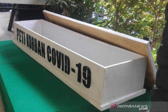 Peti jenazah digunakan bahan sosialisasi bahaya COVID-19 di Jakarta
