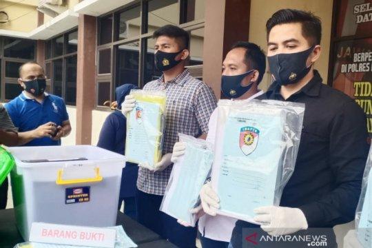 Polres Karawang tangkap tiga tersangka kasus dugaan korupsi PDAM