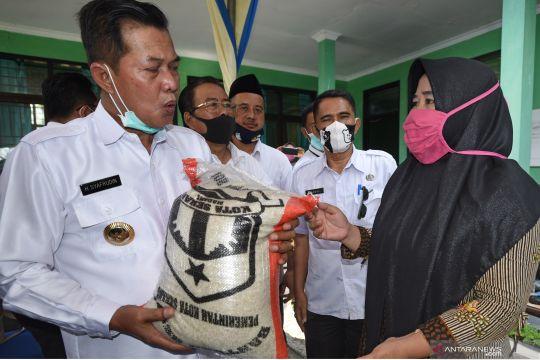 Bantuan beras untuk keluarga tidak menrima bansos tunai