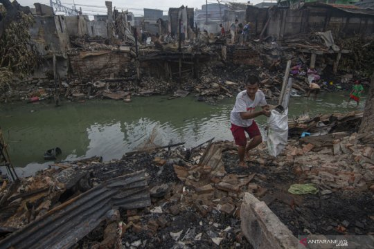 Kebakaran di permukiman padat penduduk di Tambora