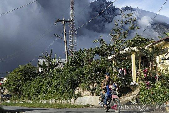 Gunung Sinabung alami tujuh kali erupsi pada Kamis