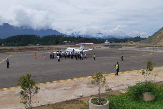 Pesawat mendarat perdana di Bandara Buntu Kunik
