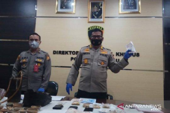 Polisi sita setengah kilogram emas palsu dari sebuah toko di Bengkulu