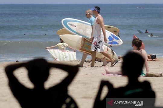 """Dorong pariwisata dalam negeri, Luhut mau """"bule"""" bisa kerja dari Bali"""