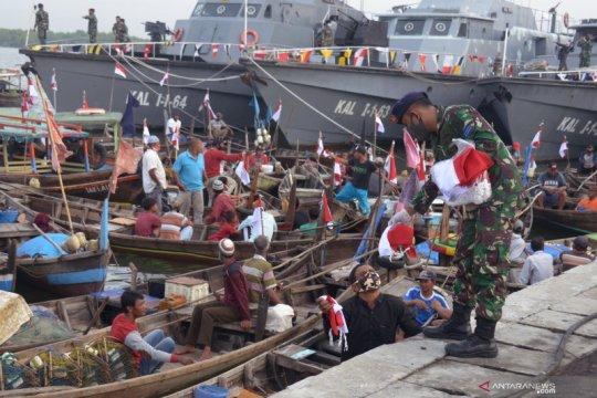 Bendera Merah Putih untuk  nelayan