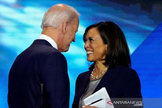 Pasangan Demokrat Biden dan Harris tampil bersama  kampanye perdana