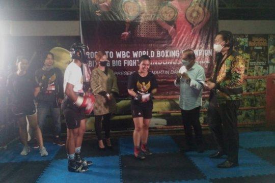 Petinju putri Indonesia Felmi Sumaehe selangkah lagi jadi juara dunia