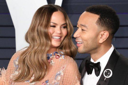 Chrissy Teigen dan John Legend nantikan anak ketiga?