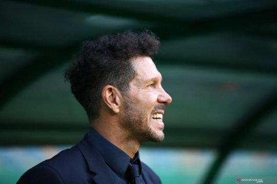 Diego Simeone positif tertular COVID-19