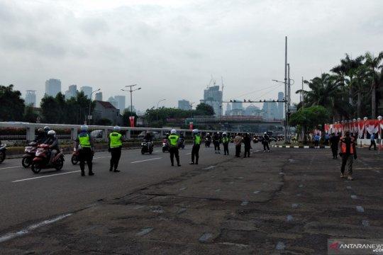 Lalu lintas di depan Gedung DPR/MPR lancar