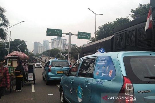 Pidato Kenegaraan, kendaraan masih  lintasi Jalan Gerbang Pemuda