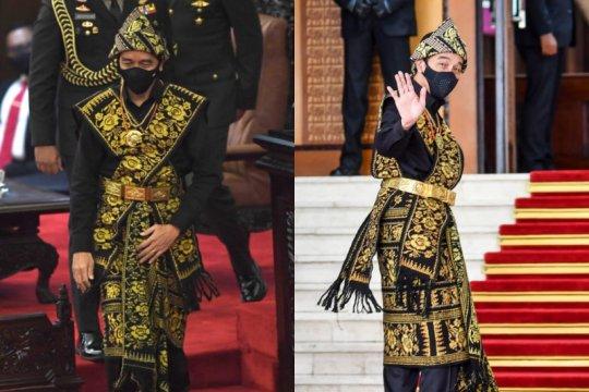Busana adat Sabu & kemeja hitam Presiden Jokowi di mata pengamat mode