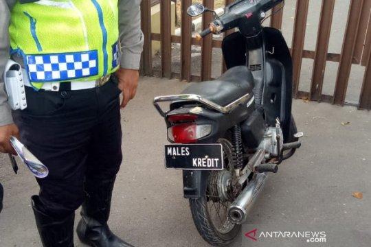 Ini plat nomor aneh sepeda motor yang ditilang polisi