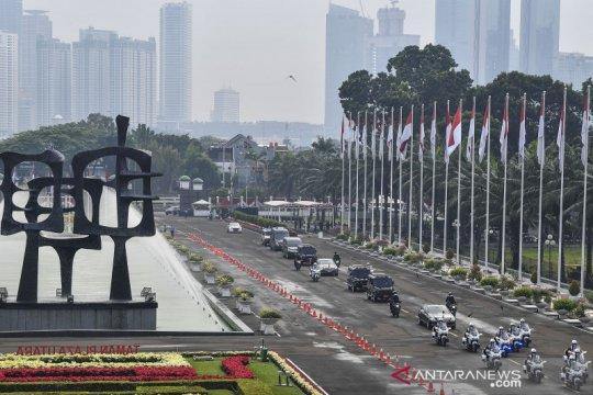 Iring-iringan kendaraan Presiden Joko Widodo di kompleks parlemen