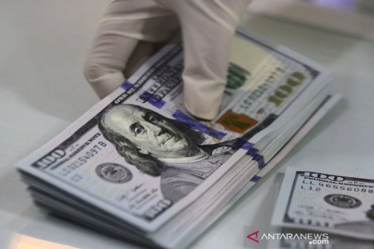 Dolar bertahan dekat level terendah 2,5 bulan jelang laporan inflasi