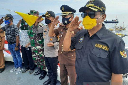 Ratusan Bendera Merah Putih dikibarkan di laut Kepulauan Sangihe