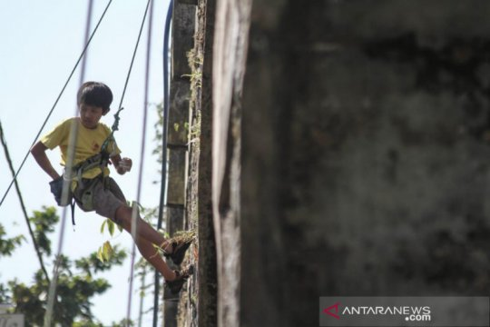 Pemanjat tebing anak di Yogyakarta akan kibarkan Merah Putih raksasa
