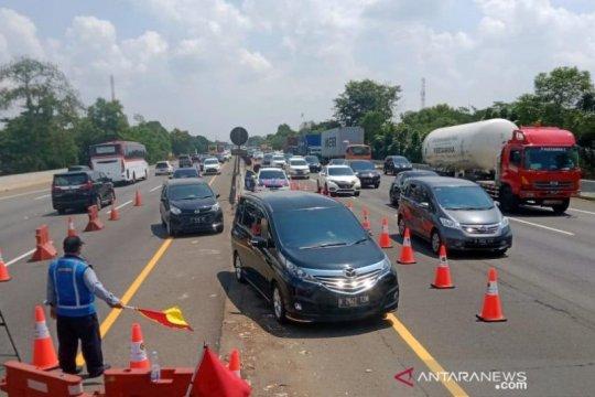 """Lalu lintas padat, Tol Jakarta-Cikampek diterapkan """"contraflow"""""""