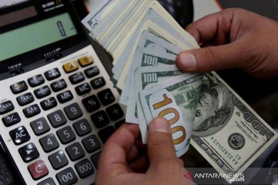 Dolar naik saat penyebaran virus, kebuntuan stimulus picu kewaspadaan