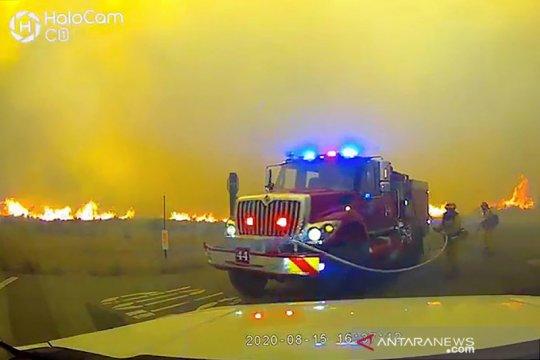 Kebakaran lahan di California meluas