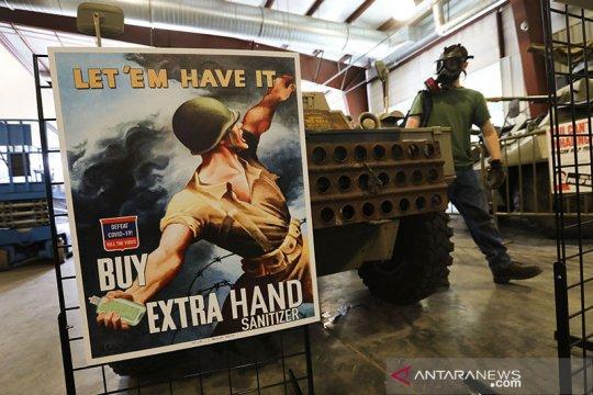 Pameran poster adaptasi peristiwa PD II ke perjuangan melawan COVID-19 di AS
