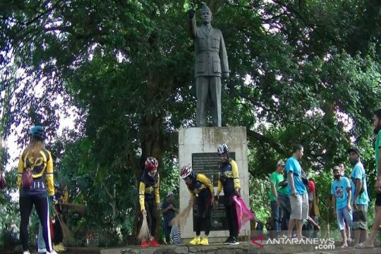 Monumen pejuang Bambang Soegeng dibersihkan warga Temanggung