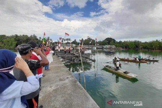 Warga pesisir Tanjungpinang peringati HUT RI di kelong