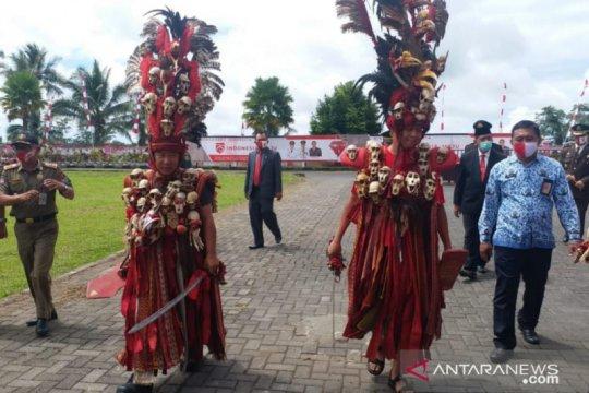 Pakaian perang 'Kabasaran' warnai upacara HUT RI di Minahasa Tenggara