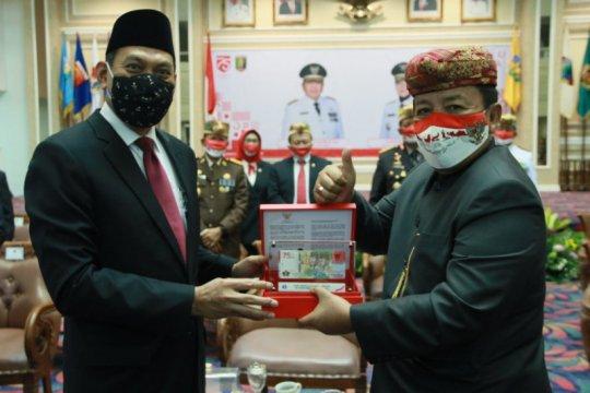 Arinal jadi orang pertama di Lampung miliki uang baru pecahan Rp75.000