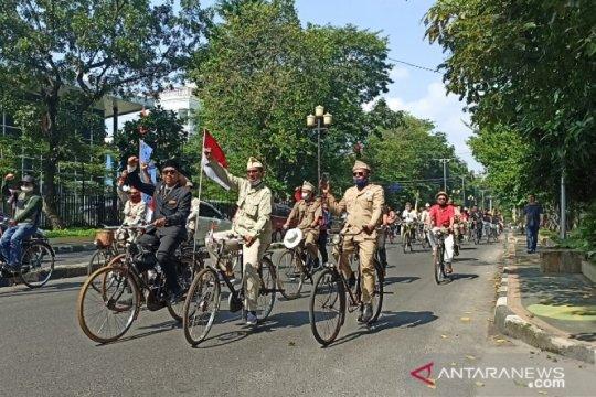 Puluhan sepeda onthel di Medan meriahkan pawai HUT ke 75 RI
