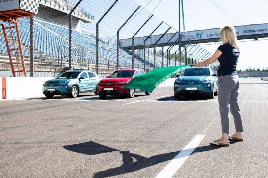 Hyundai Kona Electric bisa tempuh 1.000 km sekali isi daya baterai
