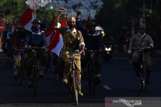 Komunitas sepeda tua meriahkan pawai HUT Kemerdekaan RI