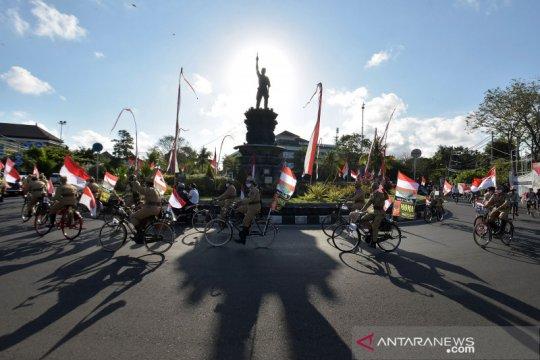 Pawai komunitas sepeda tua rayakan hari kemerdekaan RI