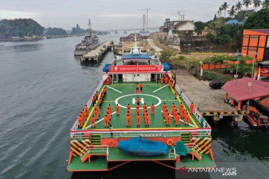 Basarnas Kendari gelar upacara HUT Kemerdekaan di atas Kapal